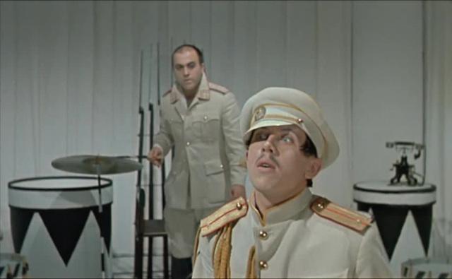 Интервенция [1968, пародия-буфф, комедия, военный, драма]