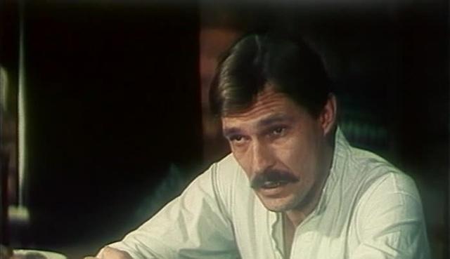 В последнюю очередь [1982, детектив]