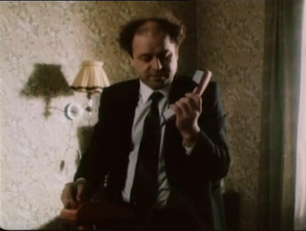 Шапка [1990, сатирическая комедия]